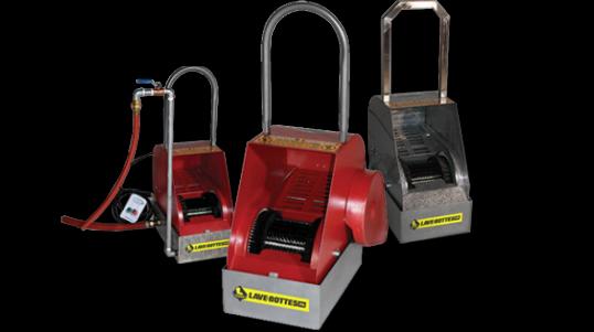 Boot-Boy® est un nettoyant automatique pour chaussures et bottes facile à installer à l'entrée de divers bâtiments et entreprises.